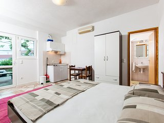 TH03406 Apartments Klarić / Studio A2