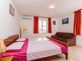 TH01831 Apartments Lucija / Three bedrooms A6, Okrug Gornji