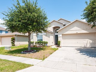 LILY HOUSE with POOL/JACUZZI near DISNEY, Kissimmee