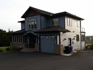 Beach Castle Luxurious Ocean View 4br.Home Hot Tub, Lincoln City