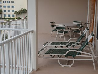 LARGE FURNISHED DECK WITH FULL FRONT VIEW OF THE GULF