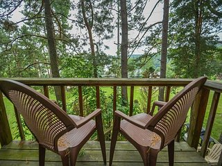 Lake Views with Large Deck Close to Wisp Resort