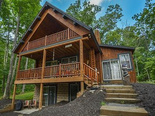 Log Cabin with Hot Tub, Close to Activities
