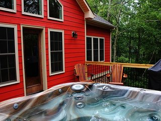 Brand New Cabin With Bubbling Hot Tub, Fireplace, and WiFi Near Boone!, Todd