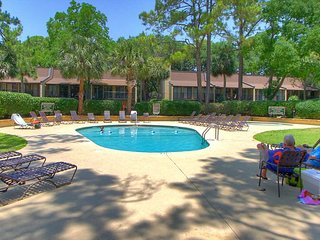 8 H H Beach Villa - Beautiful Villa Pool Side Villa - Oceanfront Complex, Hilton Head