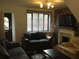 Wolverhampton Serviced Apartments - Burncross House - 2 Bedroom 5 single beds