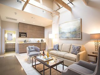 Stay with Lucky Savannah: Beautifully restored loft in the Historic District