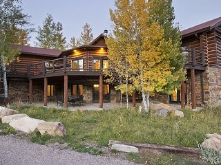 Remarkable 6.5BR 4.5BA Log Cabin on 40 Acres in Glenwood Springs – Sleeps