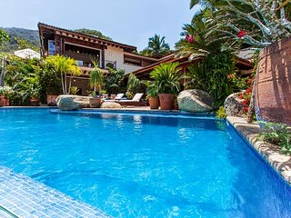 Tropical Garden Retreat in Puerto Vallarta's Sierra del Mar – Sparkling Pool
