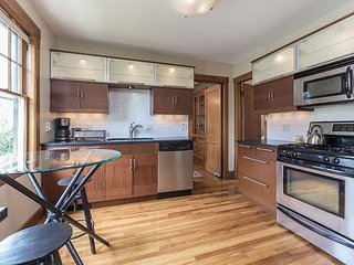 Furnished 2.5BR / 1 BA Apartment in Boston!
