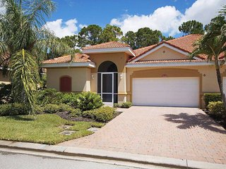 Villa Kensington - Upscale Courtyard Home - NEW LISTING!, Fort Myers