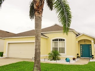 4 Bedroom Pool Home in a Peaceful Community, Davenport