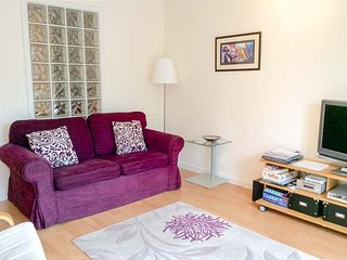 WEAVERS LINN, first floor apartment, modern facilities, close to village, near