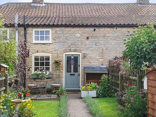 THE COTTAGE cosy accommodation, romantic retreat, enclosed garden in Lincoln