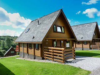 MERRICK, detached lodge on holiday park, en-suite, Smart TV, balcony, Colvend