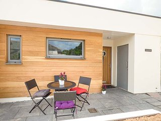 PORTHMEUR HARBER, luxury house, en-suite, WiFi, close to amenities and coast, in