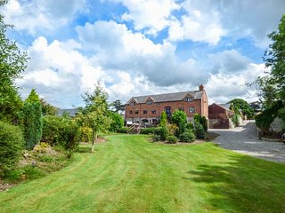 HOME FARM, detached country house, pet-friendly, hot tub, woodburner