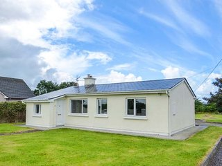 RYAN'S COTTAGE, single-storey cottage, oil stove, ample parking, Tralee, Ref 939931