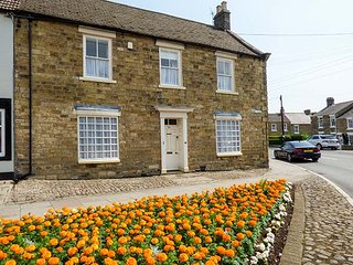 KENTMERE HOUSE, superb end-terrace, open fire, pet-friendly, good touring location, in Wolsingham, Ref 939832