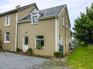 POULNADAREE, solid fuel stove, lawned garden, estuary views, in Killimer, Kilrush, Ref 941009