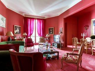 Stately apartment near Pont d'Alma, Parigi