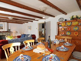 Holiday house in Solva, Pembrokeshire - spacious living/dining room