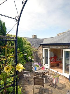 St Davids Peninsula holiday cottage with sheltered walled gardens and private patio