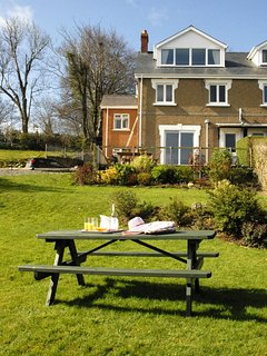 New Quay holiday house with large gardens - dogs welcome