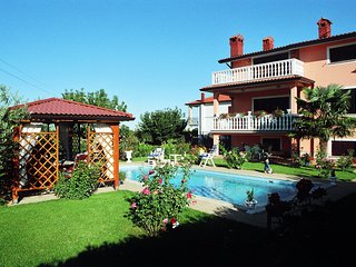 TH01048 Holiday Home Korenić