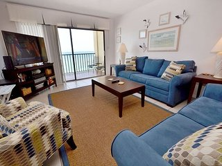Las Brisas 404 Gulf Front 4th Floor Condo with 46 in Widescreen TV and WiFi!, Madeira Beach