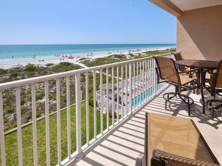 Oceanside 302 Deluxe Gulf Front - Pool, Spa, BBQ , WIFI, 3 Flat Screen TV's, Indian Rocks Beach