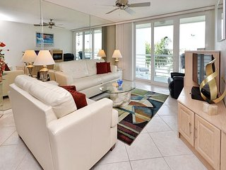 Bahia Vista 10-430 Immaculate Bay Front Condo with All your Media Needs!, San Petersburgo