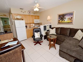 Tropic Breezes #17  Beautifully Redecorated Condo with Pool and Gulf Views!, Madeira Beach