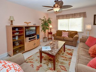Waves 10 -Large 2nd Floor Condo with New Furnishings, Flatscreen TV's and W/D, St. Pete Beach