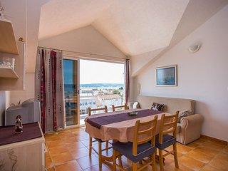 TH01700 Apartments Botic / One Bedroom A2, Kastel Stari