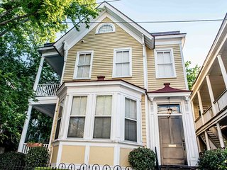 181SP Classic Charleston Home Near Restaurants and Nightlife