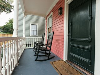 248-A Upscale Historic Apartment