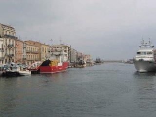 Centre ville, tout à pied, vue sur le canal