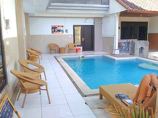 Kuta Villa, 3 queen, 2 BR 2 bth private w/kitchen-