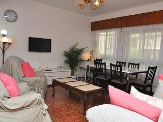 Sala de estar y comedor, con WiFi muy amplio y confortable.