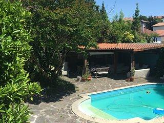 Apartamento con porche y piscina en Villa de 1905