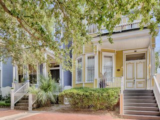 Dog-friendly Victorian townhouse w/ porch & deck, 2 blocks from Forsyth Park!, Savannah