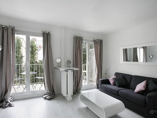 GowithOh - 17700 - Apartment with balcony 10 minutes away from the Eiffel Tower, París