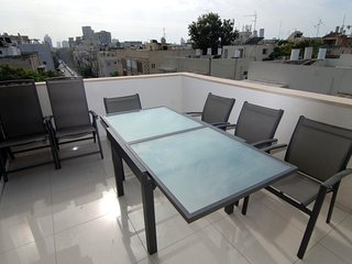 Arba Aratsot – (Old North) – Roof Top Apartment, Tel Aviv