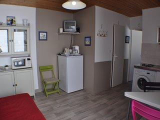 le séjour cuisine : équipé pour 2/4 personnes (canapé BZ pour couchages supplémentaires)