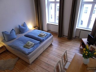 GowithOh - 7072 - Holiday apartment in an old building of a front house - Berlin