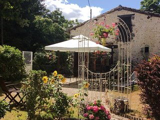 Bijou Gite. The Perfect Escape Holiday. Le Lys.