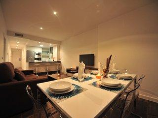 Salón comedor con cocina al fondo