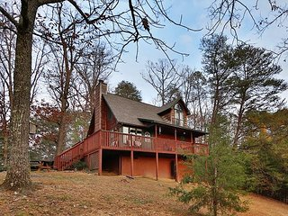 Windsong a 2BR cabin is the perfect place for relaxation and family time., Sevierville