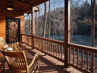 North Georgia Pet Friendly Vacation Cabin in Gated Community, Ellijay